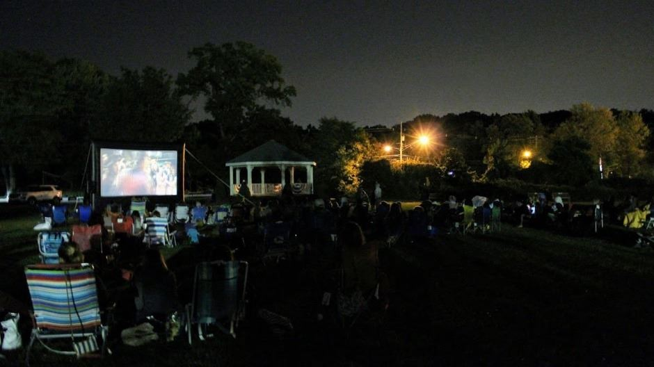 outdoor family movie night2